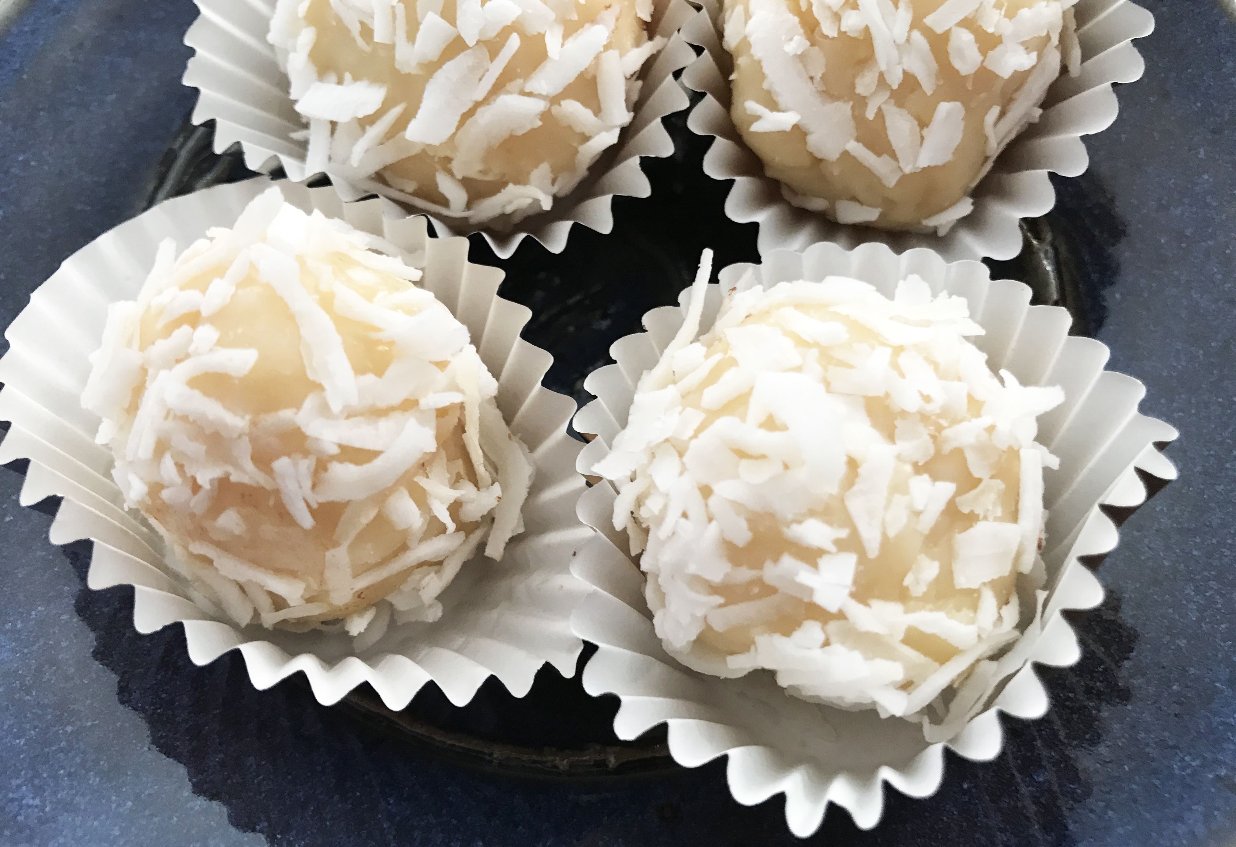 KitchAnnette Coconut Kisses White